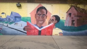 Reading Time! Found this photo 📷 on Chicago's Southside, on 63rd & Cottage Grove near the Green Line train. I didn't take an entire photo of this mural, due to it being surrounded by construction. Will go look at it in a few weeks. I love all this stands for. Educating our youth should be a priority to all. Reading is one of the most important things we can teach our youngsters 😁 #EachOneTeachOne